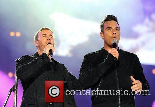 Robbie Williams and Gary Barlow 14