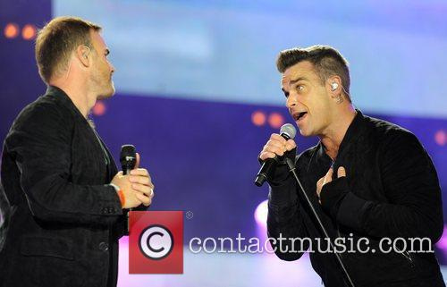 Robbie Williams and Gary Barlow 15