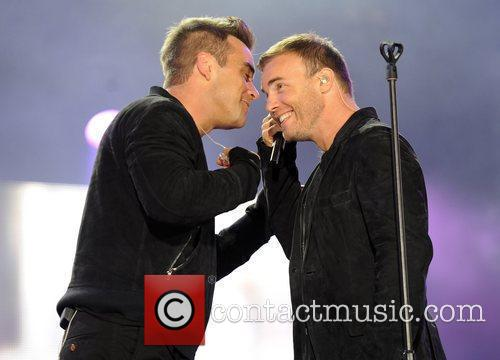 Robbie Williams and Gary Barlow 12