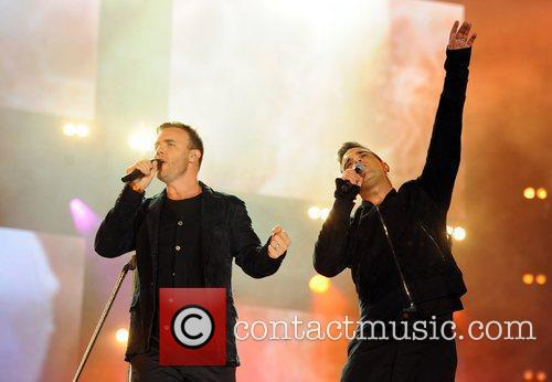 Robbie Williams and Gary Barlow 19