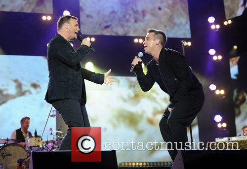 Robbie Williams and Gary Barlow 17