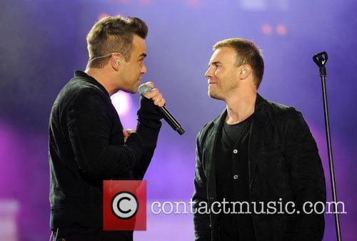 Robbie Williams and Gary Barlow 18