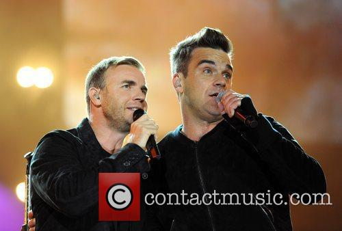 Robbie Williams and Gary Barlow 23