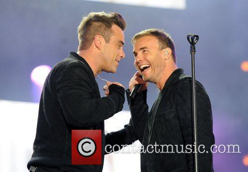 Robbie Williams and Gary Barlow 33
