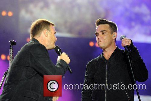 Robbie Williams and Gary Barlow 29