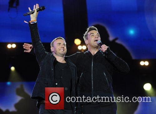 Robbie Williams and Gary Barlow 4