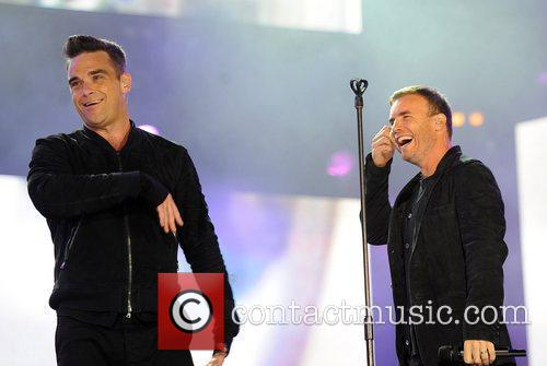 Robbie Williams and Gary Barlow 7