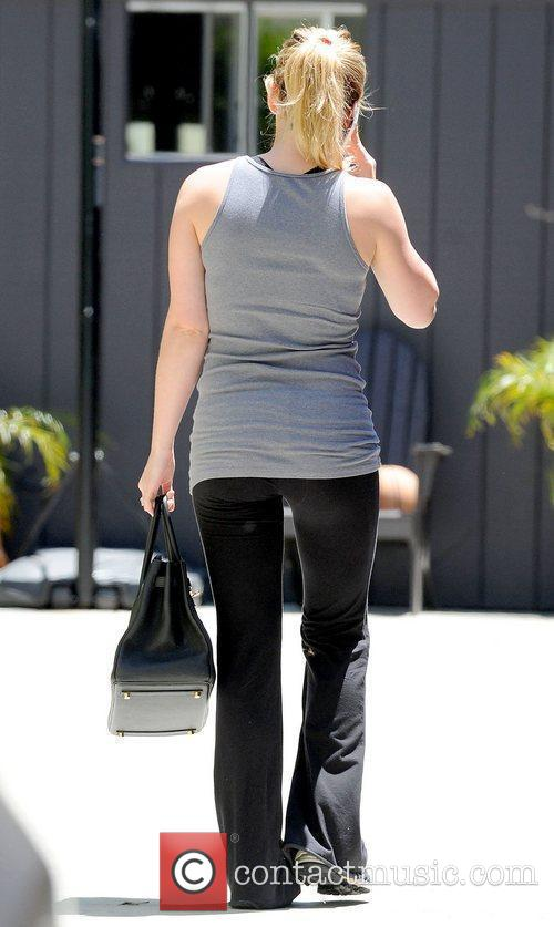 Hilary Duff arriving at her personal trainer's house...