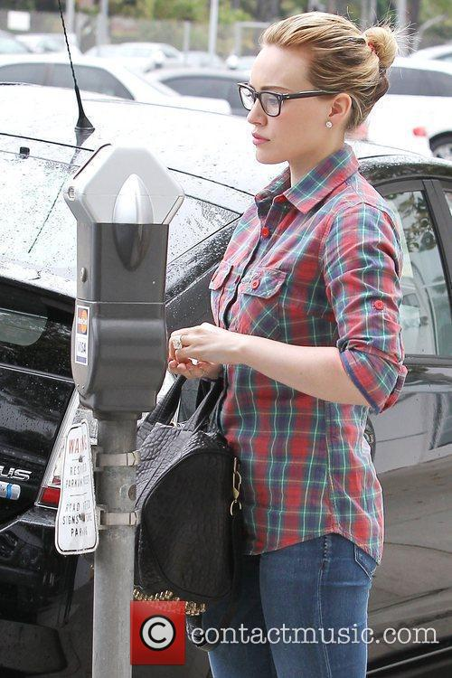 Hilary Duff parks her Mercedes-Benz G-class SUV and...