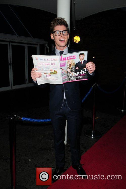 Kieron Richardson reads the new 'Buzz' magazine Hollyoaks...