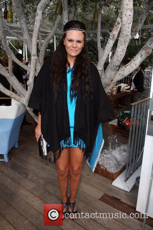 Hollyscoop hosts a Haiti fundraiser and lanches Vantani...