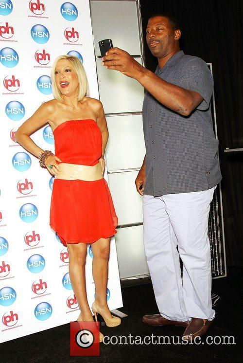 Tori Spelling and Carl Banks 10