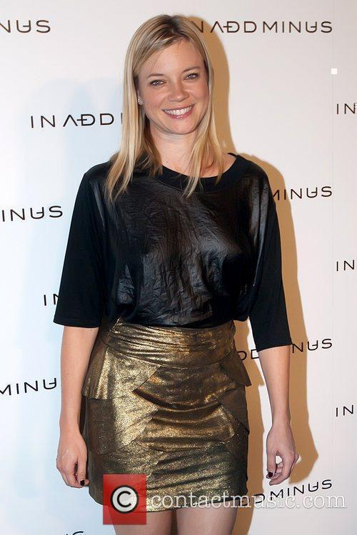 Amy Smart and Minus 3