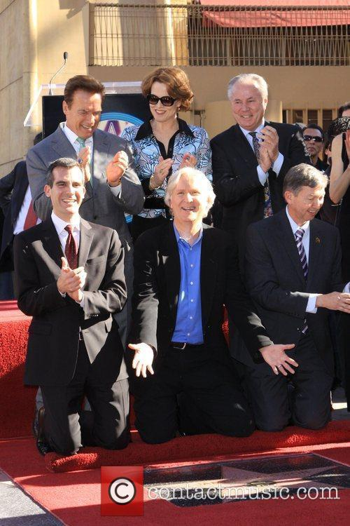 Sigourney Weaver, Arnold Schwarzenegger and James Cameron 3