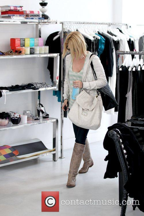 January Jones 'Mad Men' star shopping at Alice...