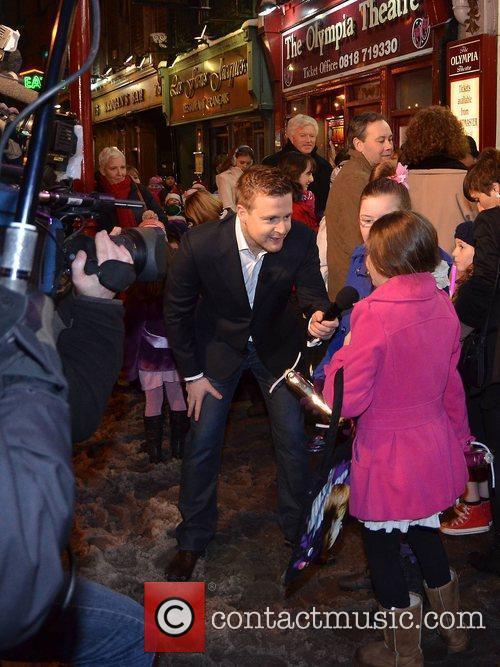 Aidan Power interviews Jedward fans Jedward fans line-up...