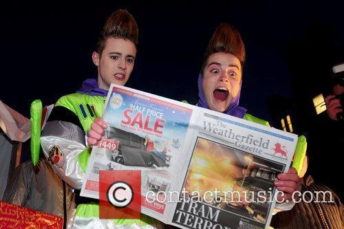 Jedward helped family superstore Woolworths.co.uk set a Guinness...