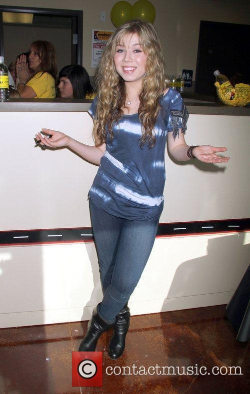 Actress Jennette Mccurdy and Las Vegas 11