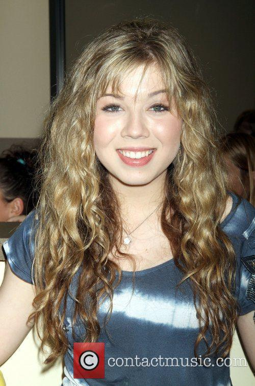 Actress Jennette Mccurdy and Las Vegas 6