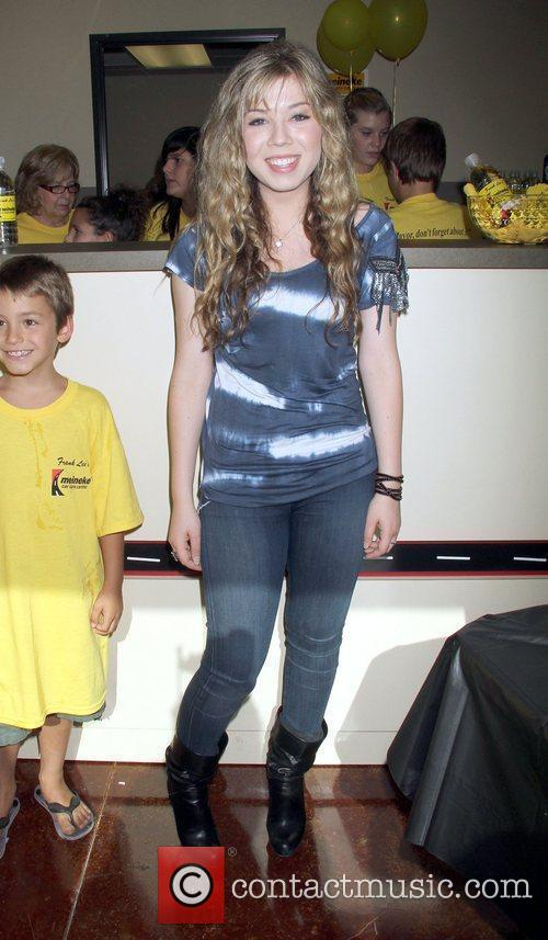 Actress Jennette Mccurdy and Las Vegas 7