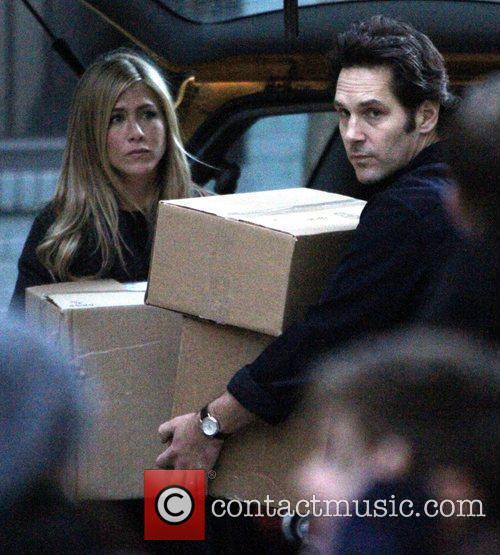Jennifer Aniston and Paul Rudd on the set...