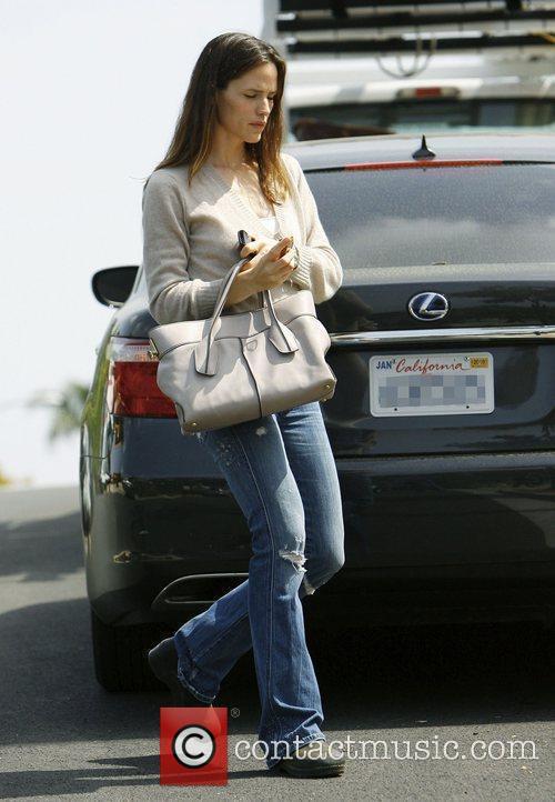 Jennifer Garner shopping in Santa Monica