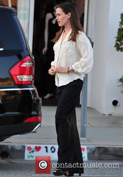 Jennifer Garner makes her way back to her...
