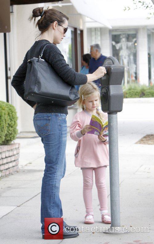 Jennifer Garner tops up a parking meter in...