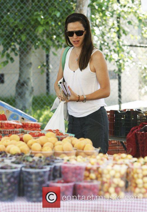 Jennifer Garner shopping at Brentwood Village Farmers Market