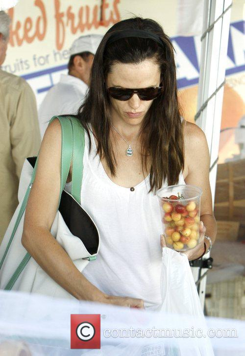 Jennifer Garner shopping and tasting products at Brentwood...
