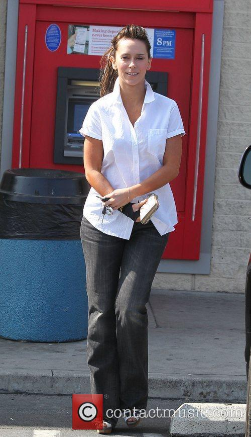 Jennifer Love Hewitt in shirt and jeans gets...