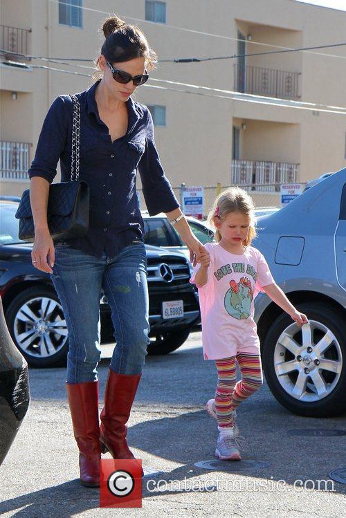 Jennifer Garner  drops her daughter, Violet Affleck...