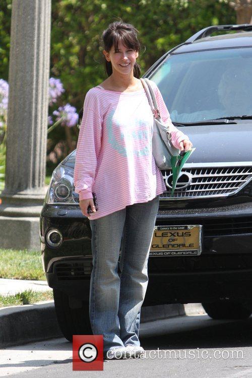 Jennifer Love Hewitt leaving Sizzler in Burbank Los...