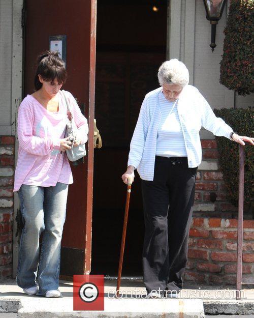 Jennifer Love Hewitt helps her Grandma whilst leaving...