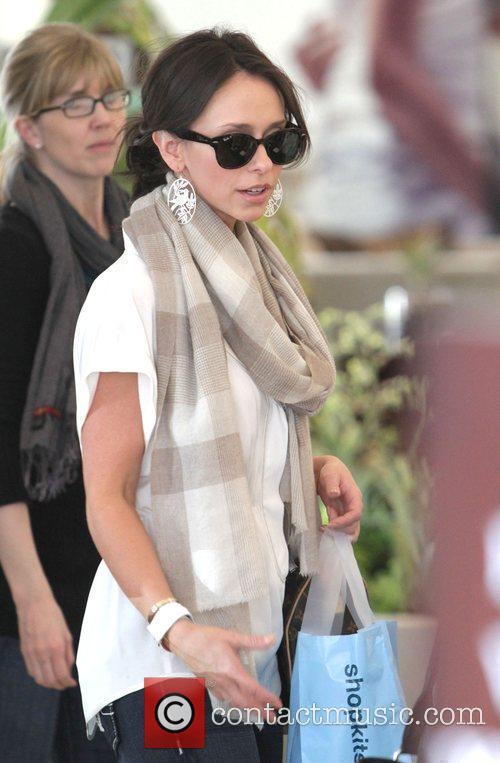 Jennifer Love Hewitt goes shopping on Robertson Blvd