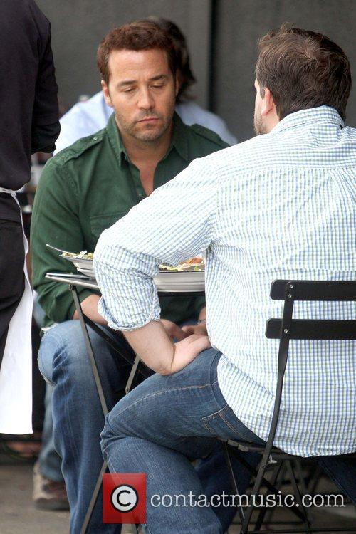 Jeremy Piven eating lunch at Joan's on Third...