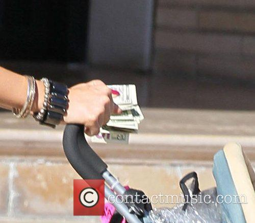 Jessica Alba holds cash in her hand, but...