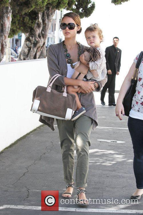Jessica Alba and her daughter Honor Marie Warren go shopping in Beverly Hills 12
