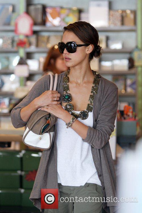 Jessica Alba and her daughter 4