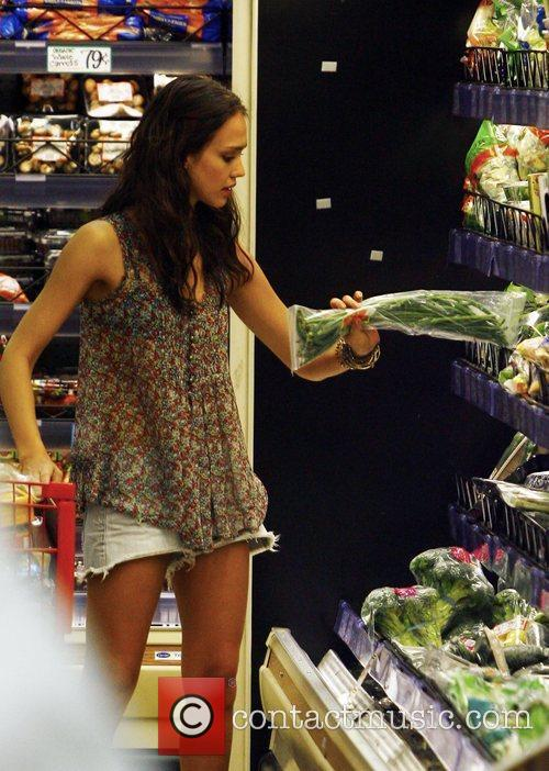 Jessica Alba shops at Trader Joe's with her...