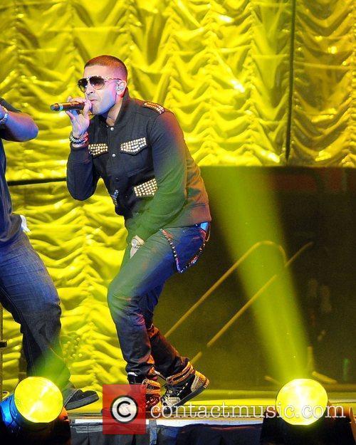 Jay Sean performs at the Y100 Jingle Ball...