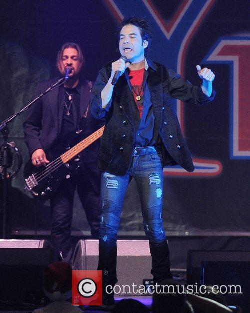 Pat Monahan appears at the Y100 Jingle Ball...