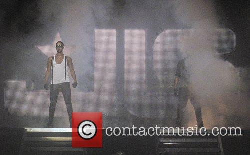 JLS - Marvin Humes  performimg live on...