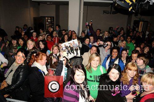 Atmosphere - Fans JLS promoting and signing copies...