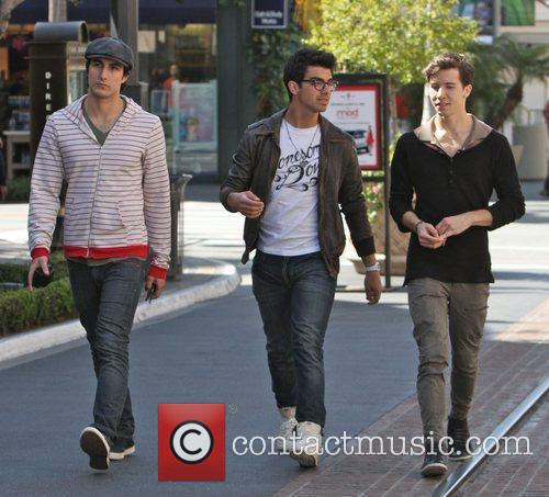 Joe Jonas and friends shopping at The Grove...