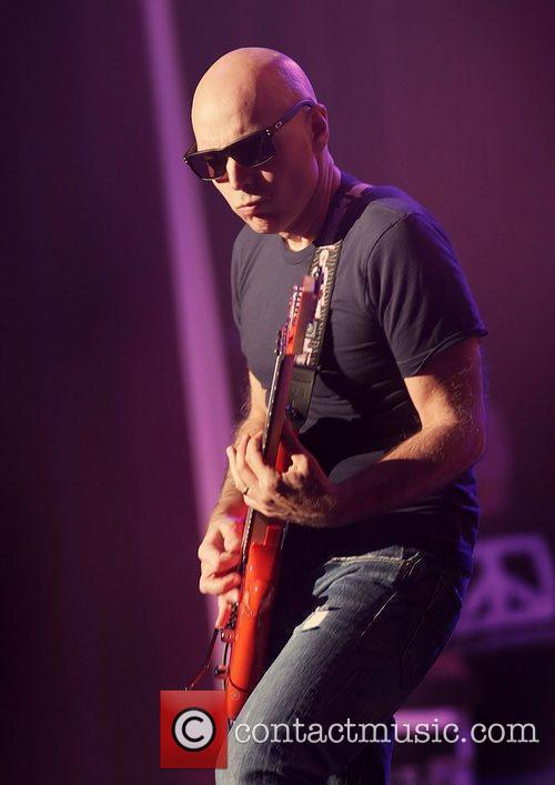 Joe Satriani 24