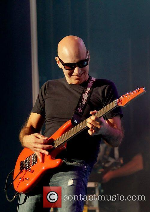 Joe Satriani 32