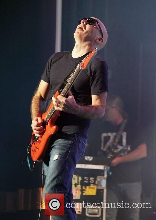 Joe Satriani 28