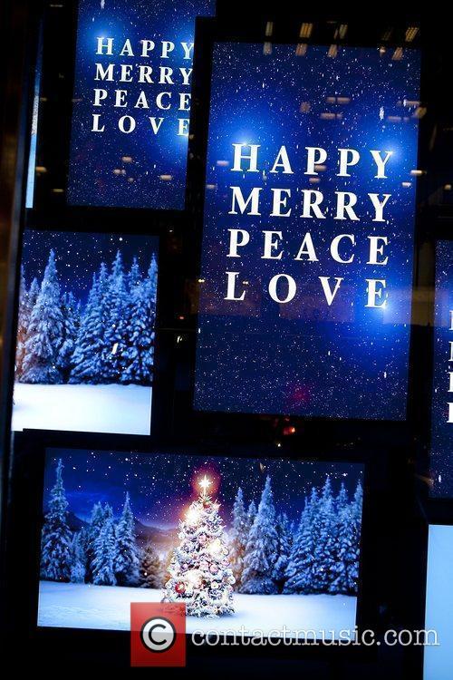Atmosphere Bloomingdale's 59th Street unveil their holiday windows...