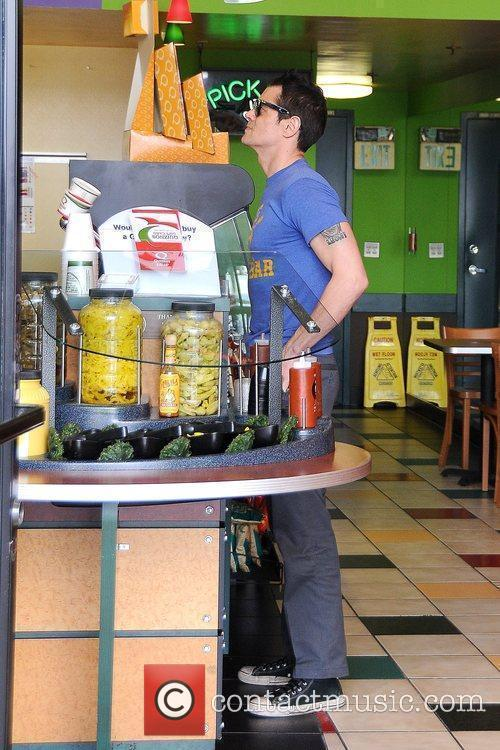 Johnny Knoxville orders a sandwich at Quizno's.